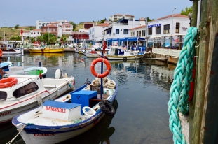 10 min walk to harbour port